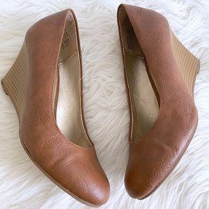 Dexter Cognac Closed Toe Wedge Dress Shoes